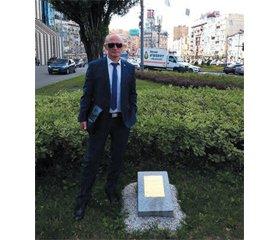 Пам'ятник медичним працівникам усього світу