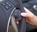 Громкая связь в автомобиле не облегчает задачу водителя