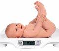 Вес младенца в первый месяц жизни связан с IQ